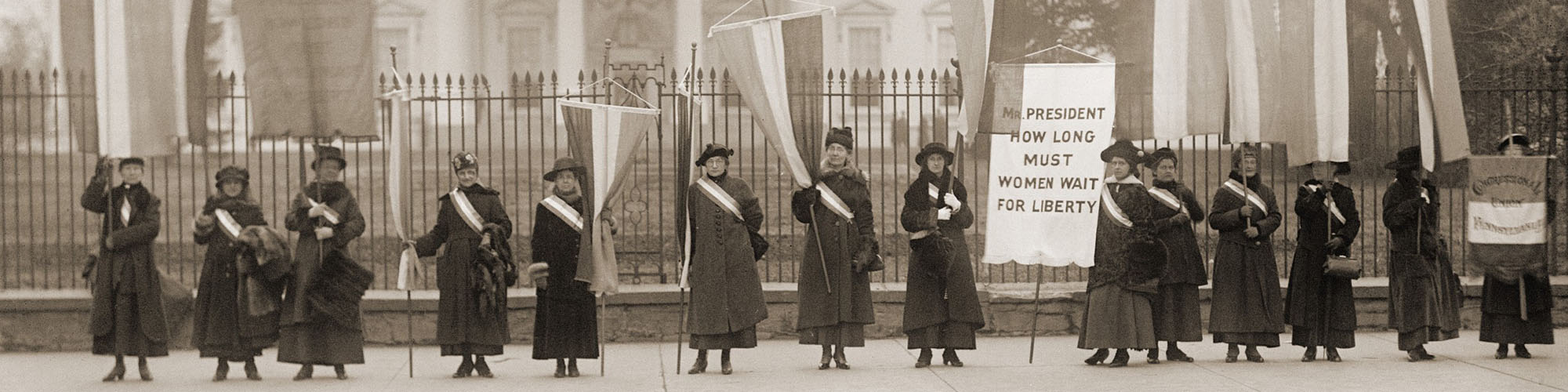 Women protesting outside of the white house in the early 1900s